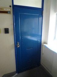 アパートのドアを交換